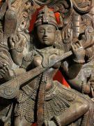 Saraswati - bogini muzyki i retoryki, rzeźba w drewnie, Indie, fot. A. Sułkowski