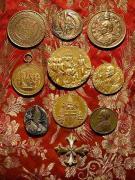 Fragment zbioru medali papieskich, fot.A.Sułkowski