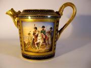 Porcelanowy dzbanuszek z przedstawieniem cesarza Napoleona I ze sztabem, Sevres, Francja, pocz. XIX w., fot. A. Sułkowski